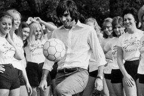 """Le Cinquième Beatles"" : George Best, pop star du football"