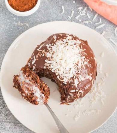 Se faire plaisir et garder la ligne : la recette du bowl cake fourré coco et chocolat